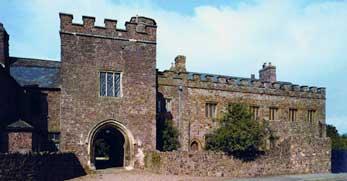 castle-tiverton